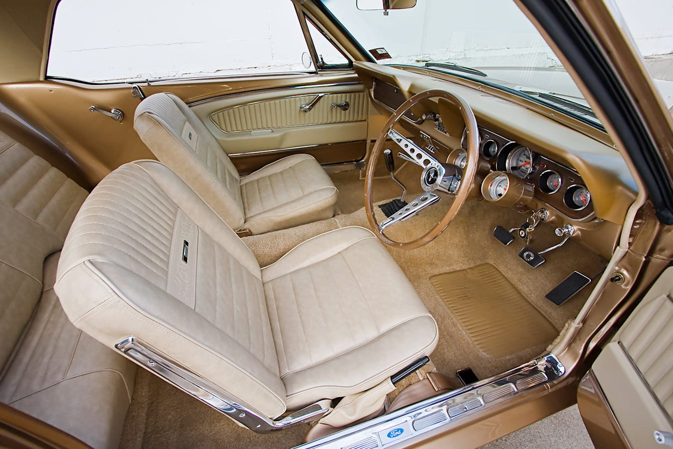 Ford Mustang interior front