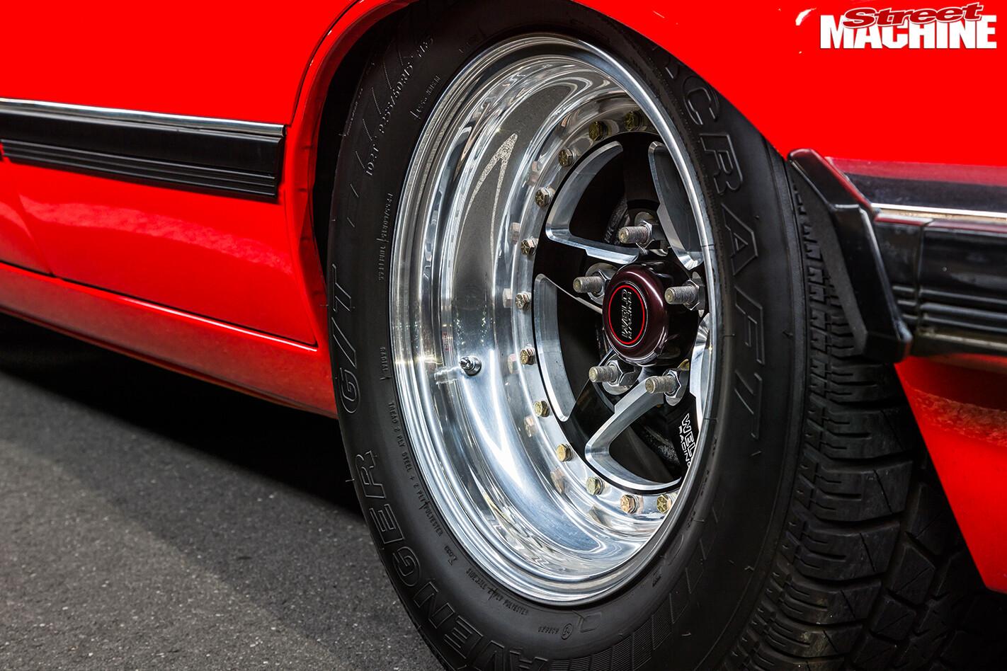 Holden -Commodore -VH-rear -wheel