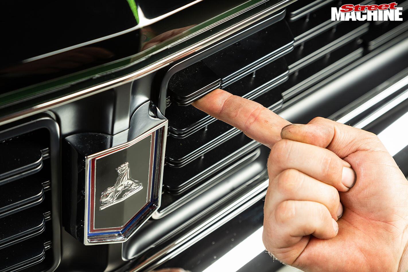 Holden HT Monaro grille