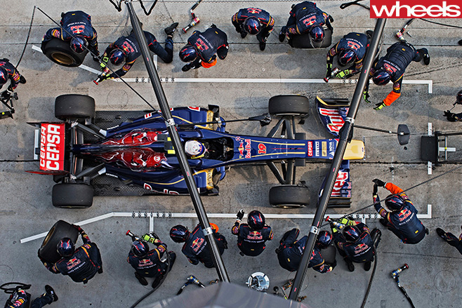 Daniel -Ricciardo -F1-pit -stop
