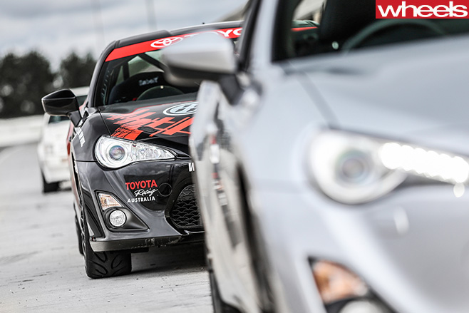 Toyota -86-GTS-vs -Toyota -86-Race -corner