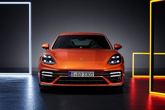 2021 Porsche Panamera Turbo S front