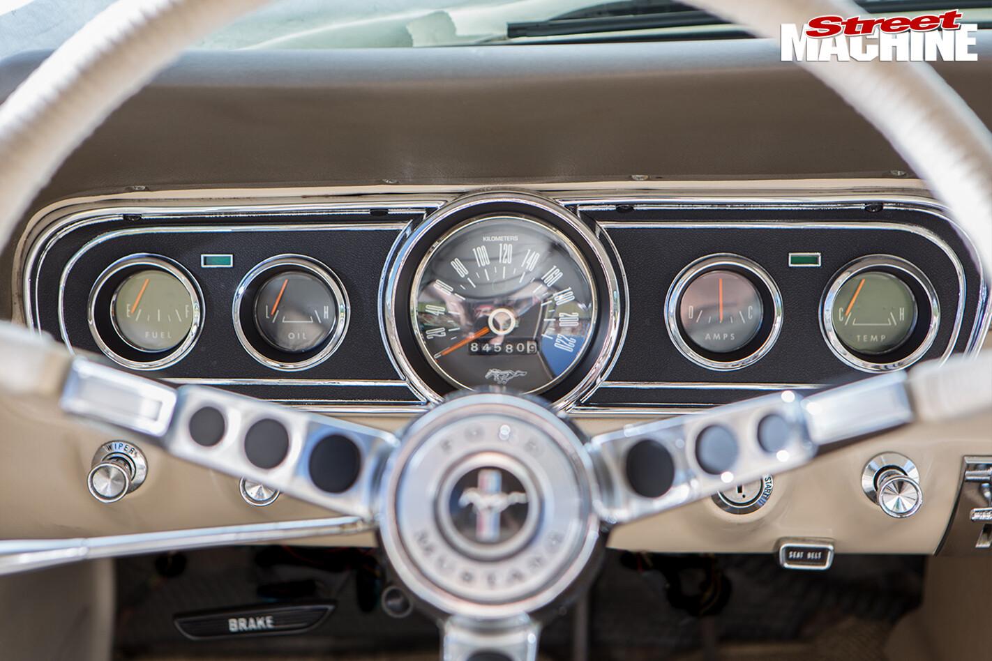 Nicole -Bridge -1966-Mustang -dash