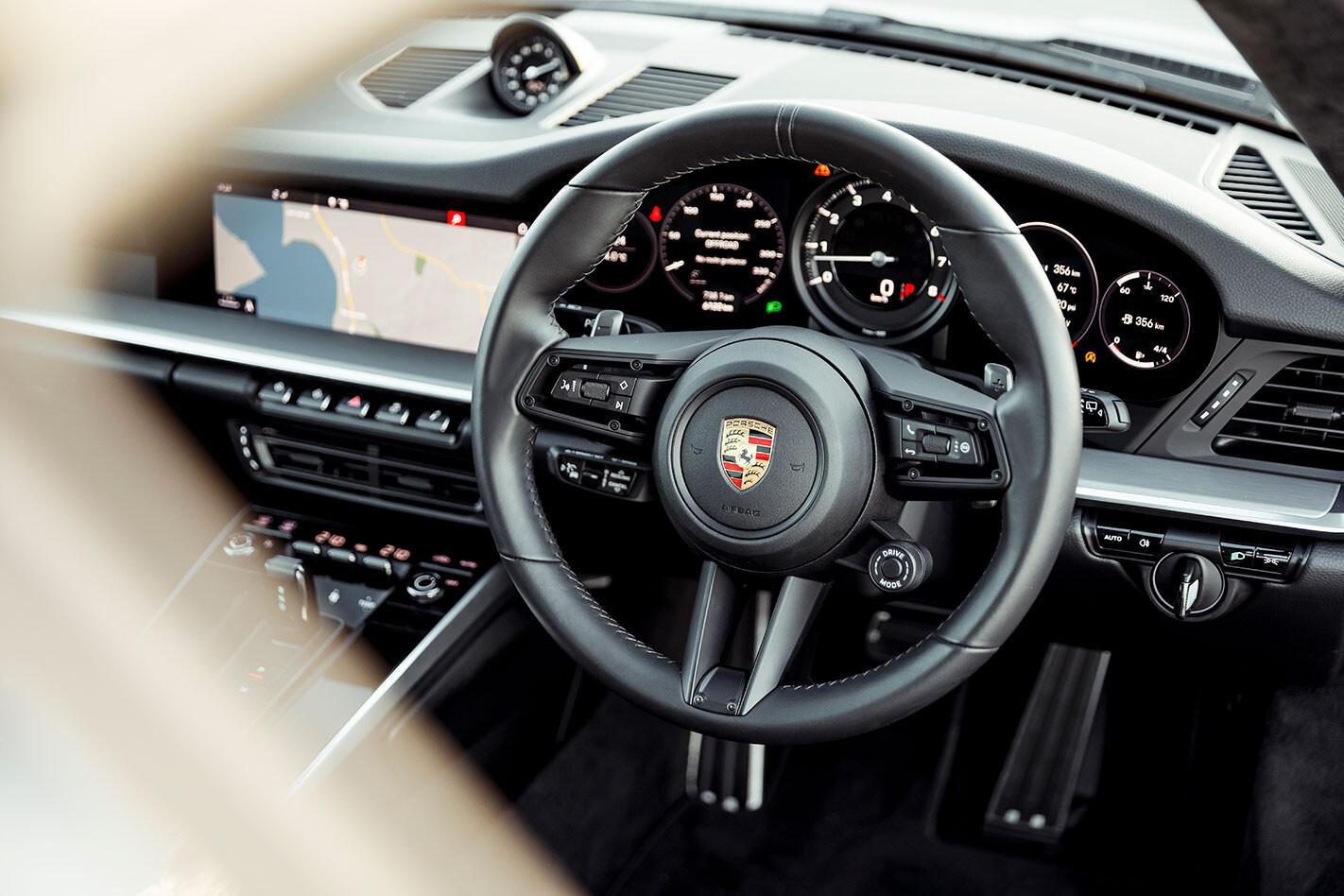 Porsche 992 911 dash