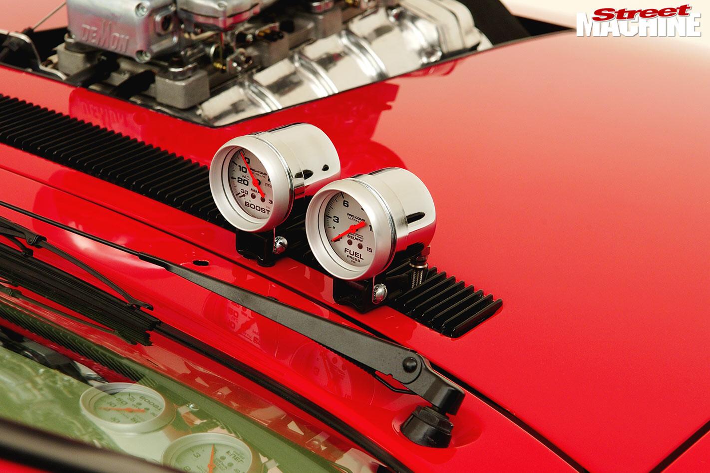 Holden VL Calais gauges