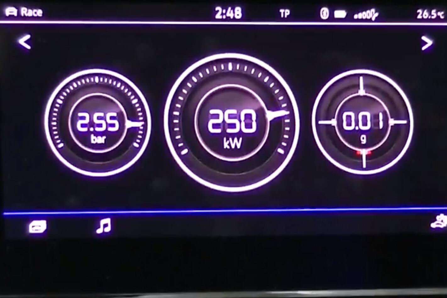 2018 Volkswagen Golf R 7.5 performance gauges