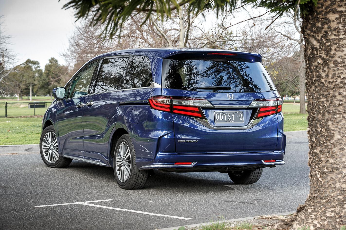 Kia Carnival V Honda Odyssey Rears Jpg