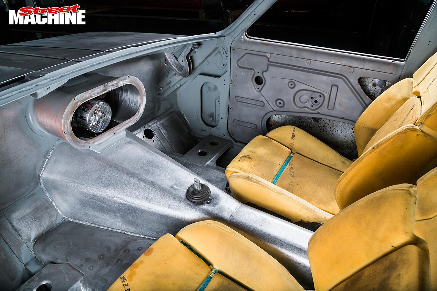Holden -HT-Kingswood -engine -interior -front