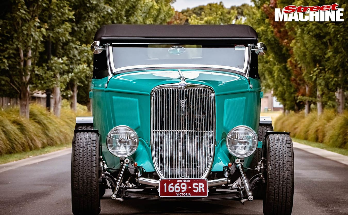 1933 Ford roadster front