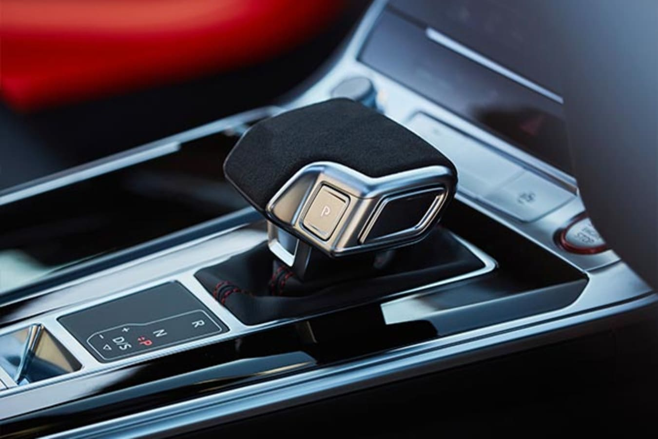 2020 Audi RS6 Avant gearshift