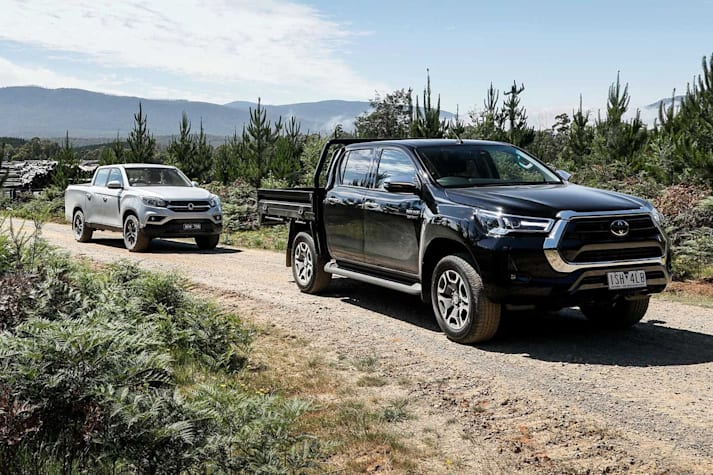 SsangYong Musso XLV vs Toyota Hilux SR5