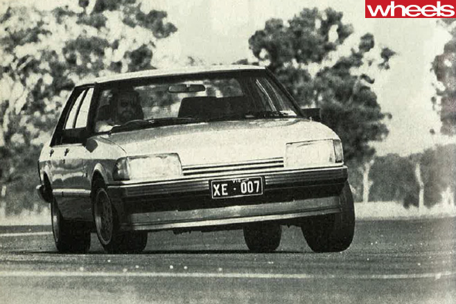 Holden -commodore -driving -1982