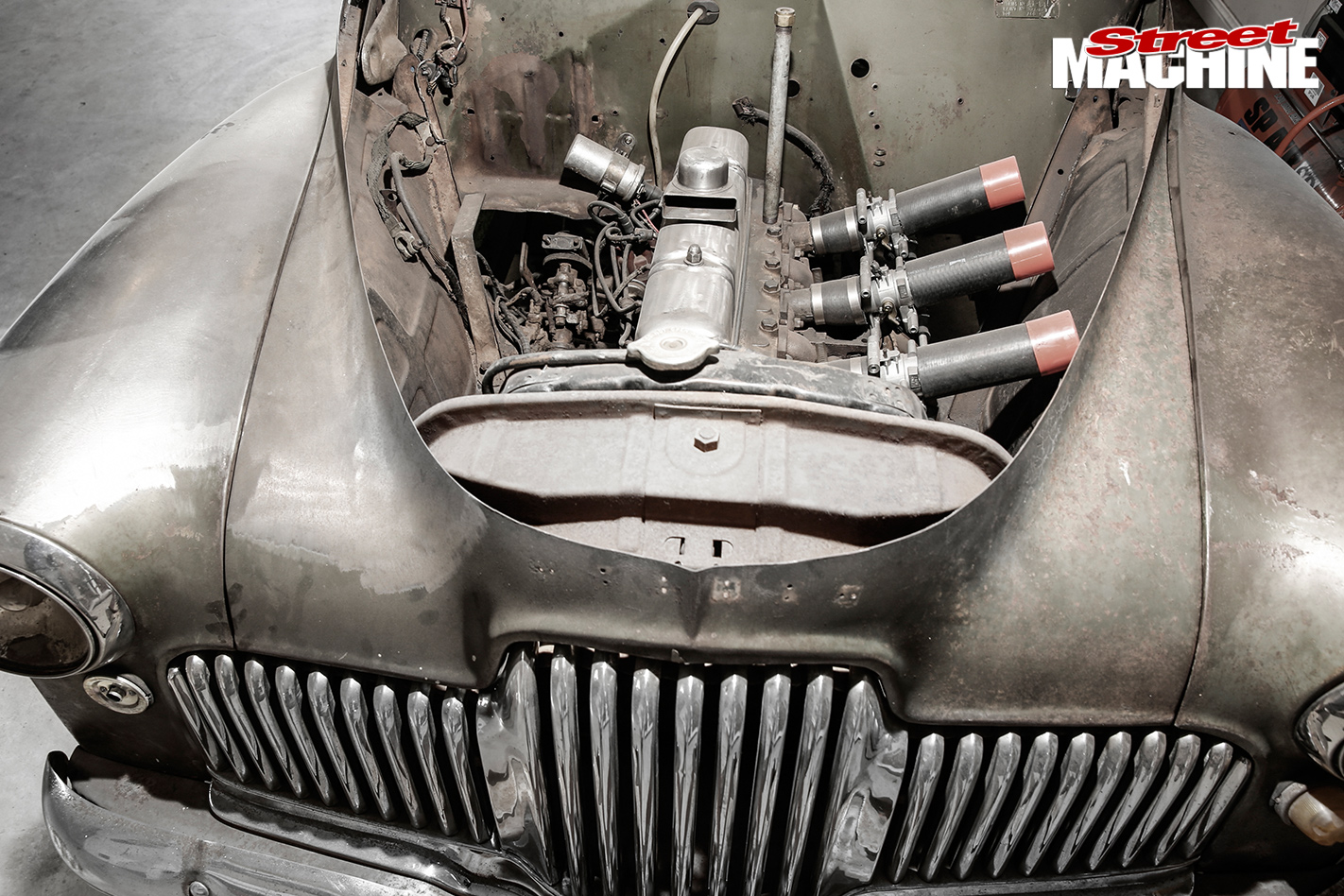 CUSTOM-HOLDEN-FX-COUPE-engine