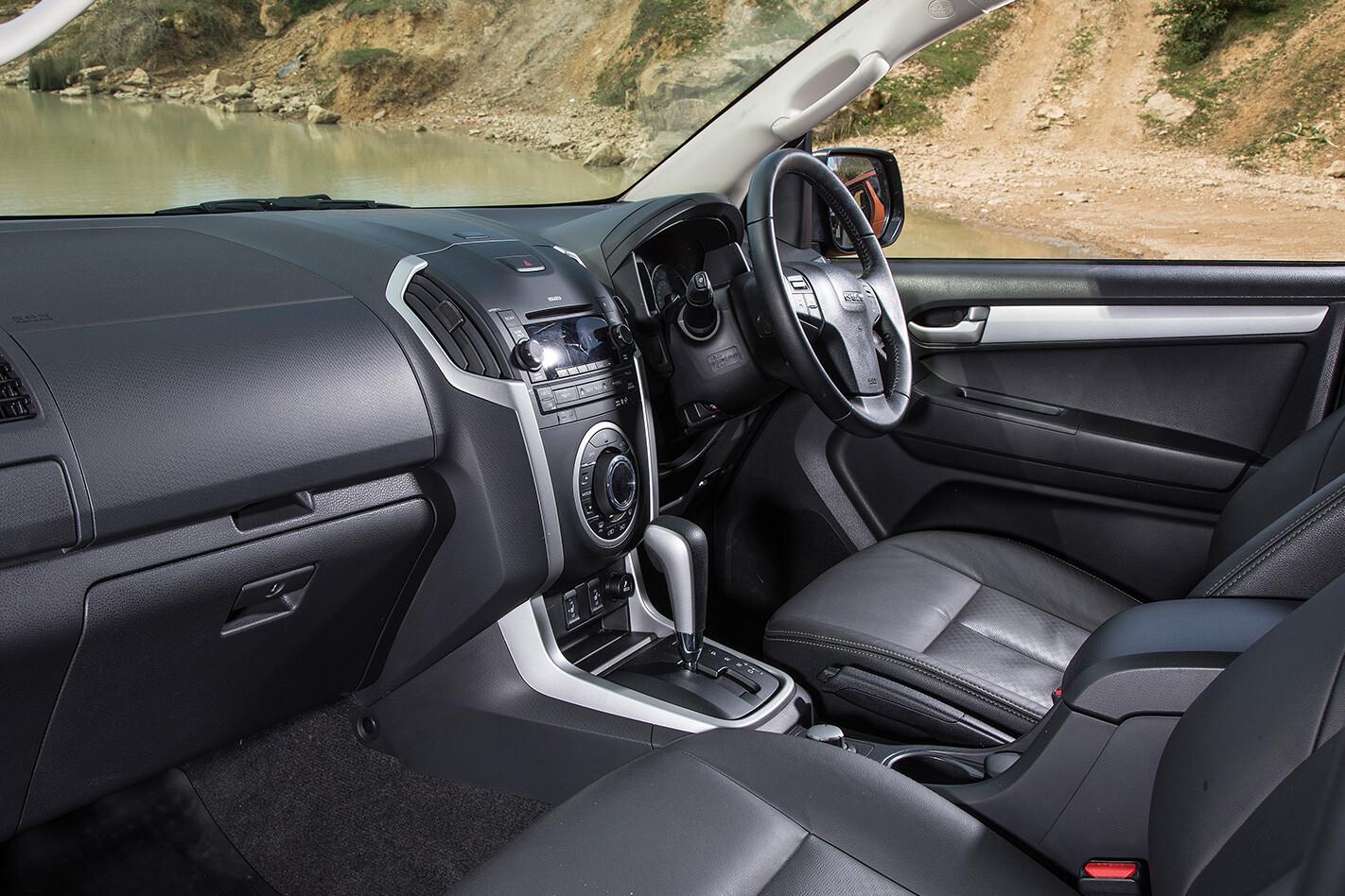 2016 Isuzu D-MAX AT35 interior