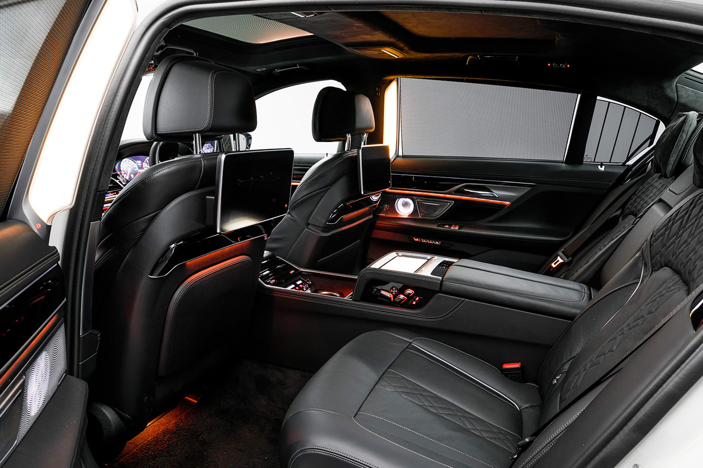 2017-BMW-M760Li-xDrive-seats.jpg