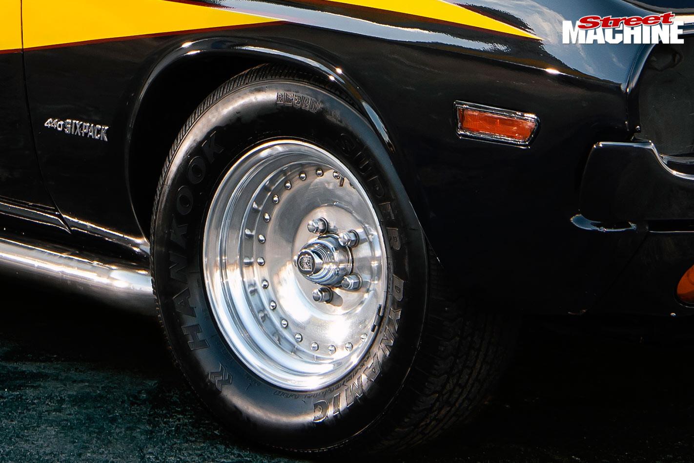 Fox1 Dodge Challenger wheel