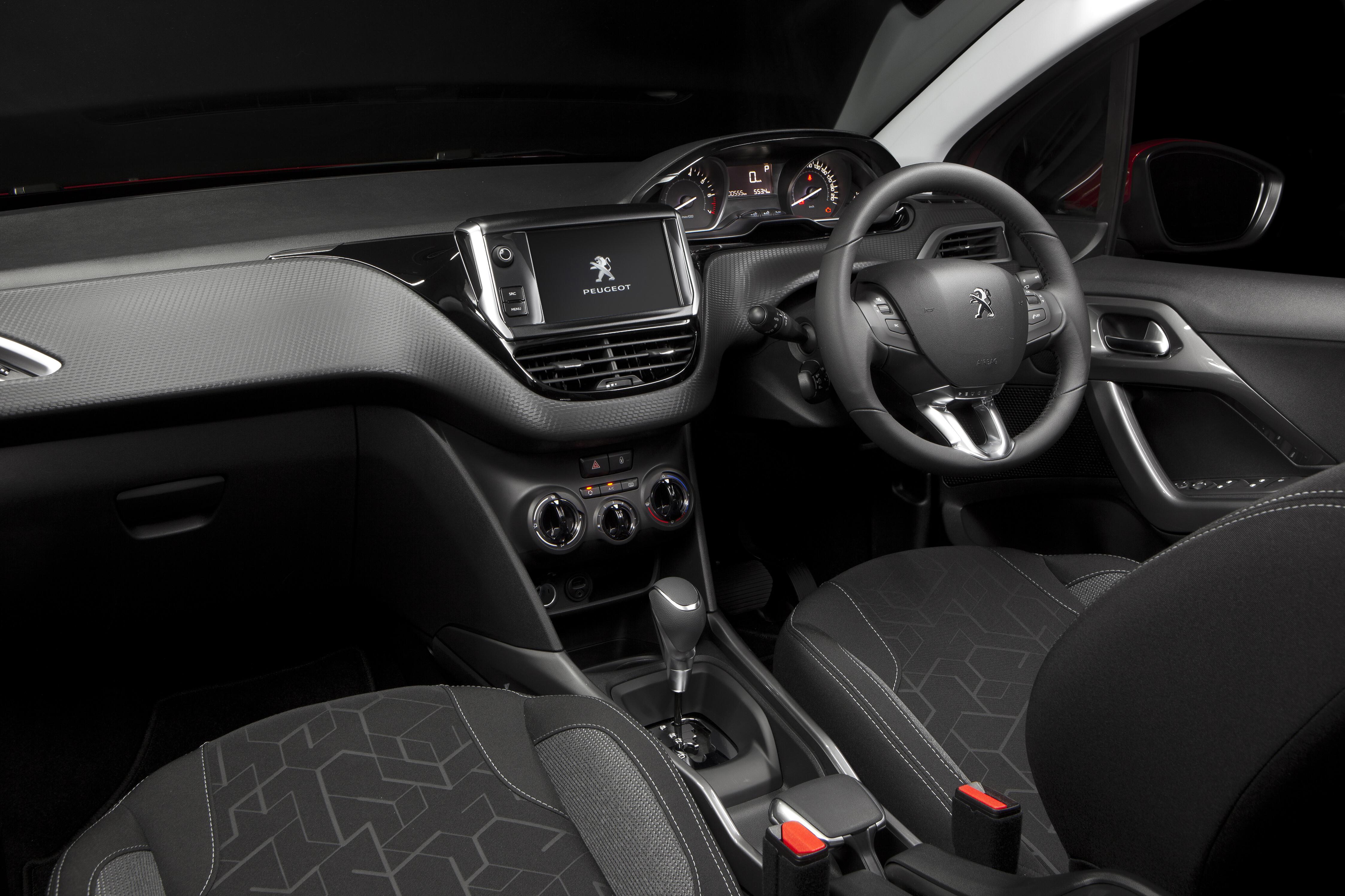 2017 Peugeot 2008 INTERIOR