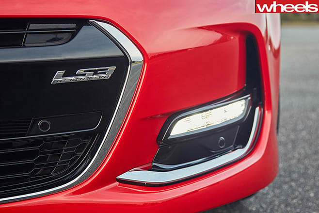 Holden -Commodore -VF-Series -2-front -lip -badge