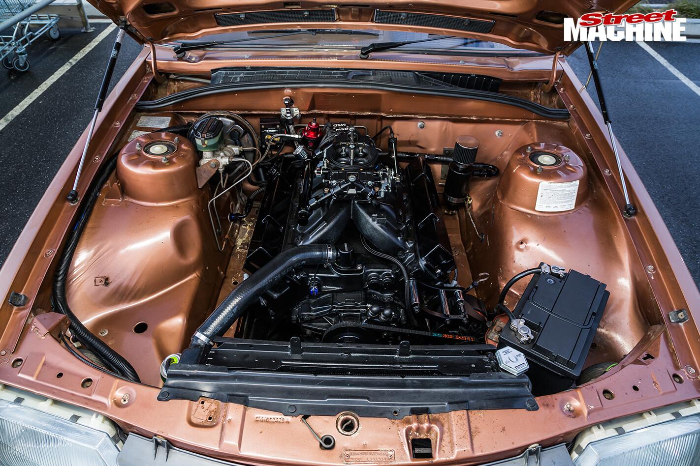Holden -vh -vacationer -wagon -engine -bay