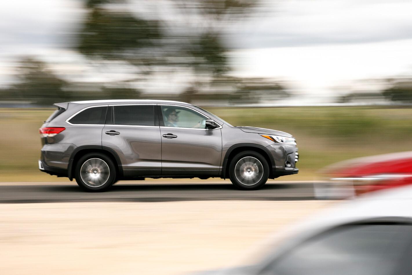 Toyota Kluger Side Action Jpg