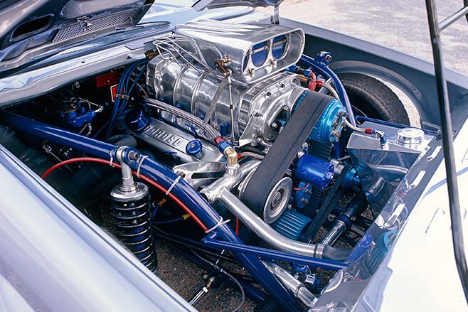 Holden VK Calais engine bay