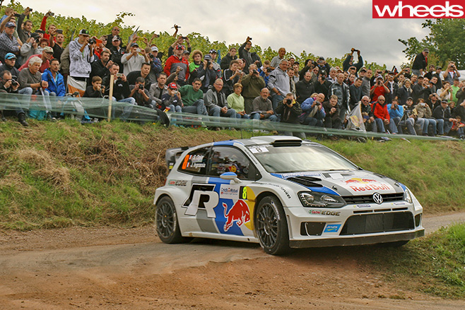 Volkswagen -Polo -R-driving