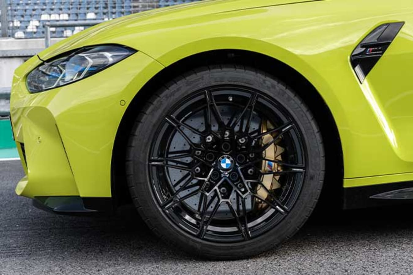 2021 BMW G82 M4 Competition with optional carbon-ceramic brakes.