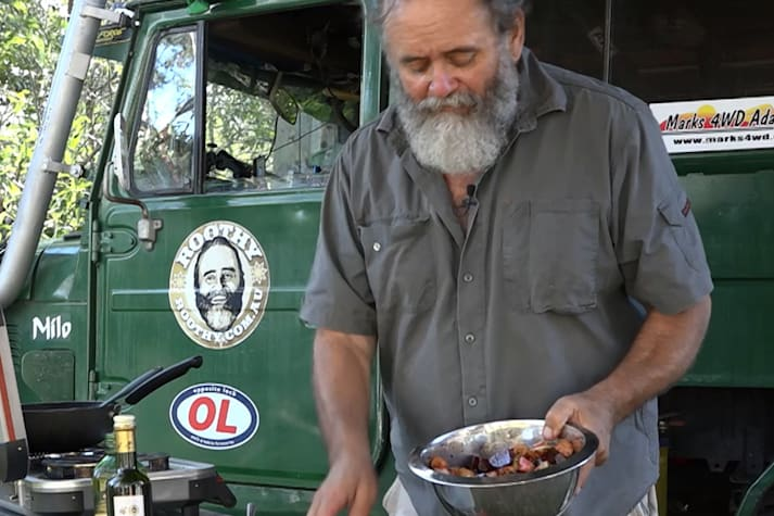 Bush Cooking with Roothy: Apple and beetroot salad