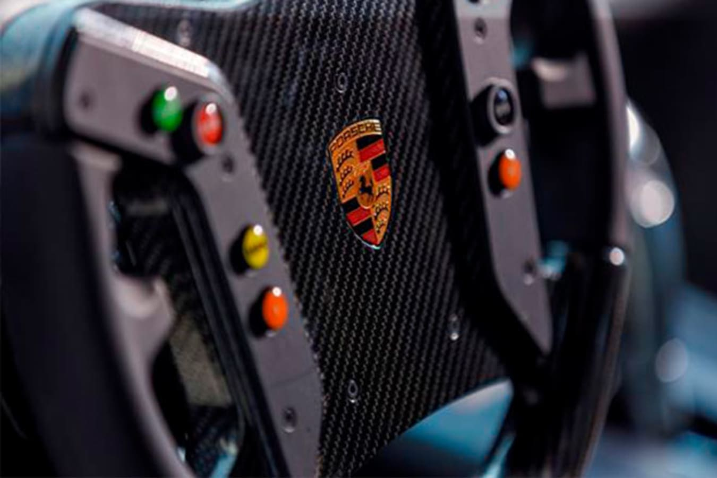 718 Cayman GT4 Clubsport racing steering wheel
