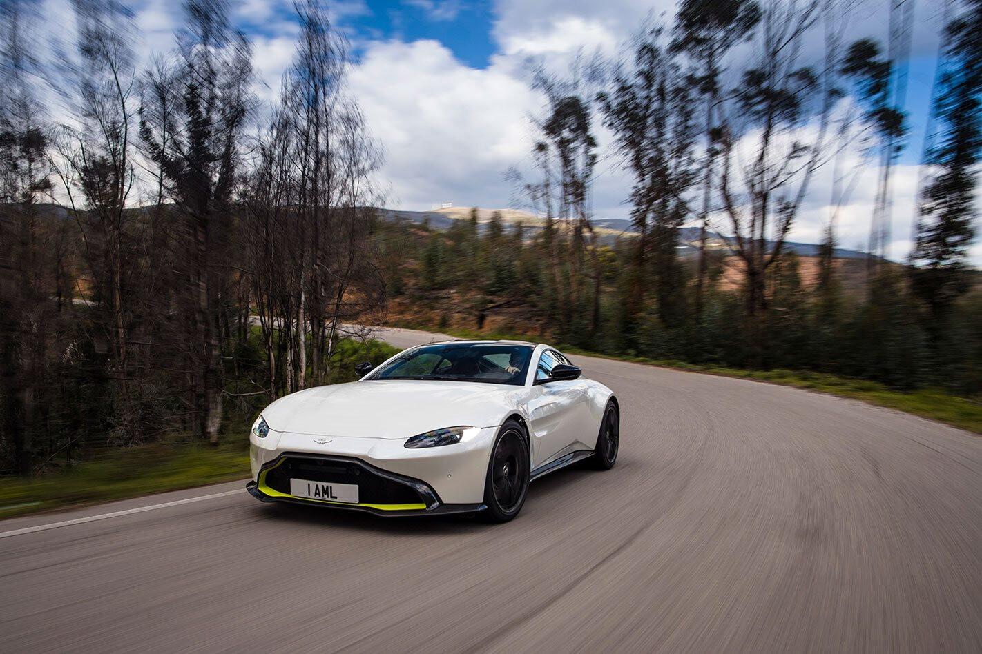 Aston_Martin_V8_Vantage_1_AML__Portugal_10341