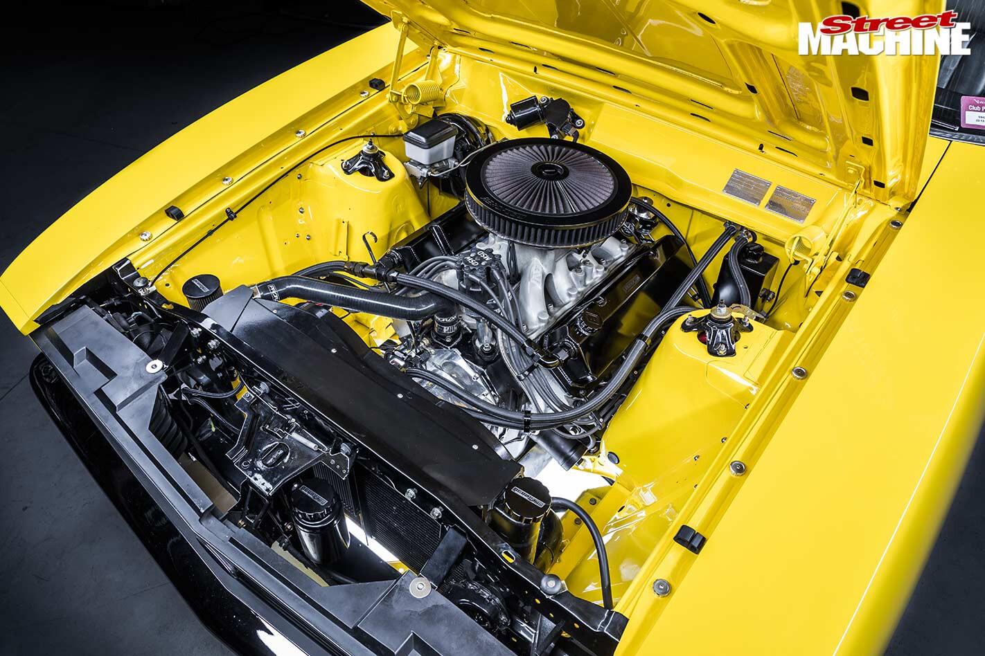 Ford XC Falcon engine bay