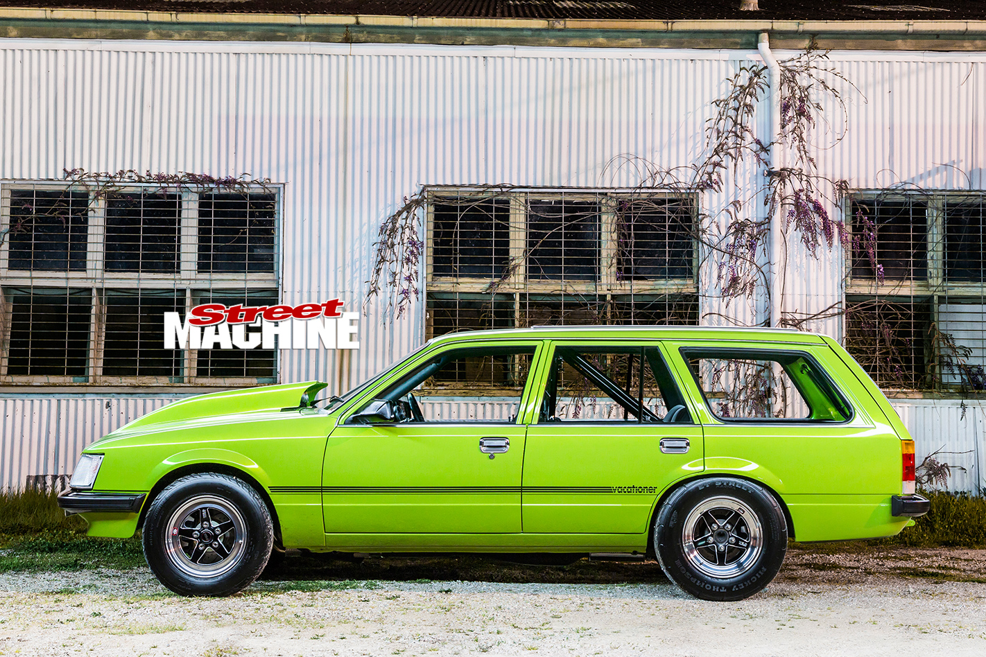 Holden -VH-Vacationer -Wagon -side -view