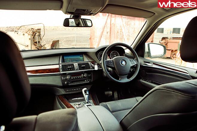 2011-BMW-X3-interior
