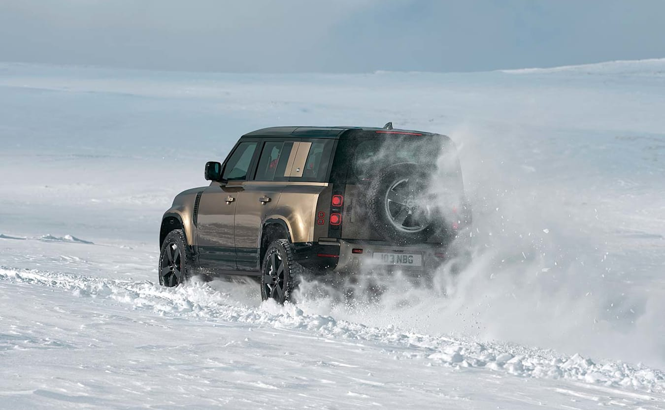 Land Rover Defender snow