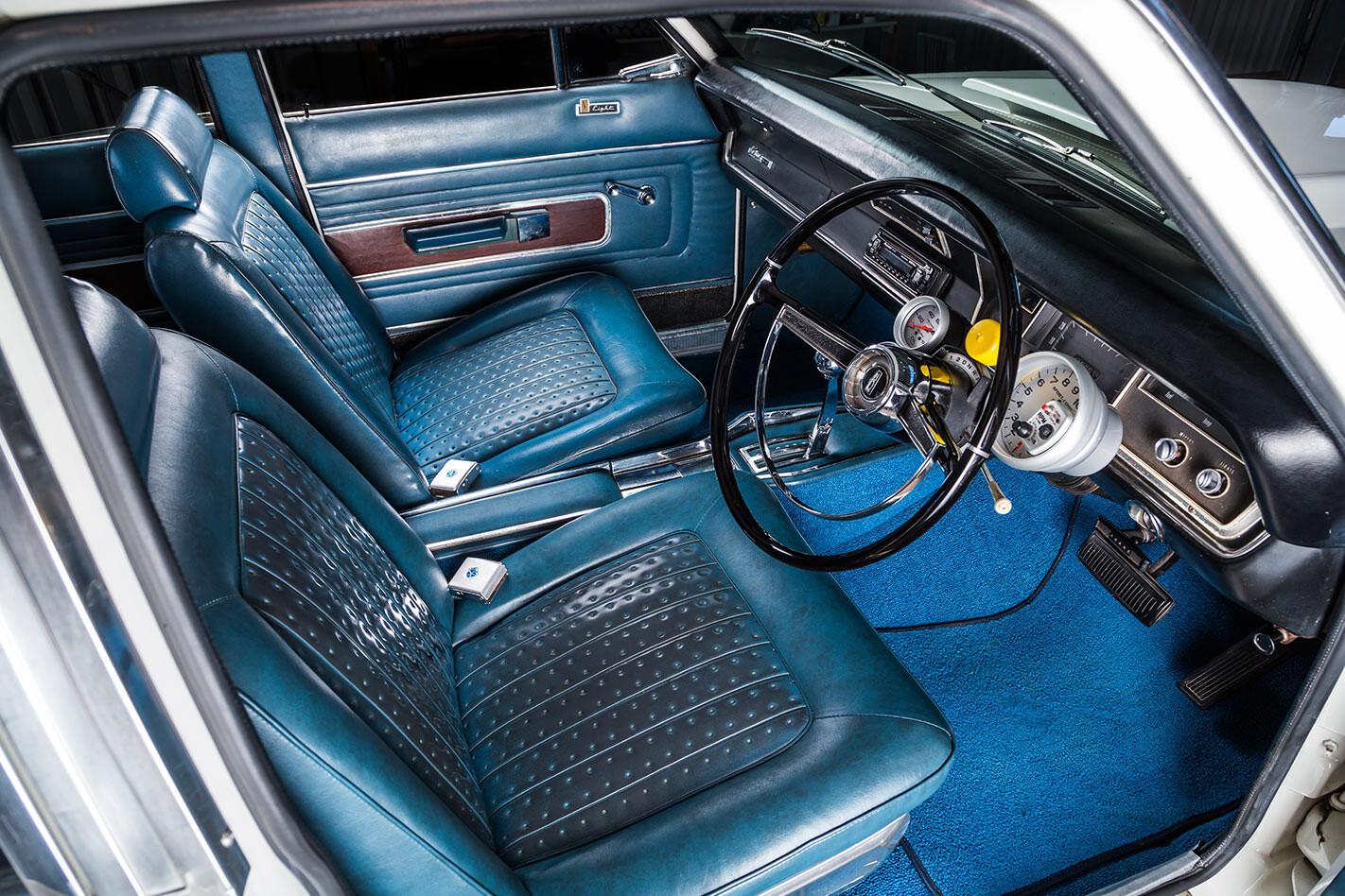 Chrysler VIP Valiant interior front