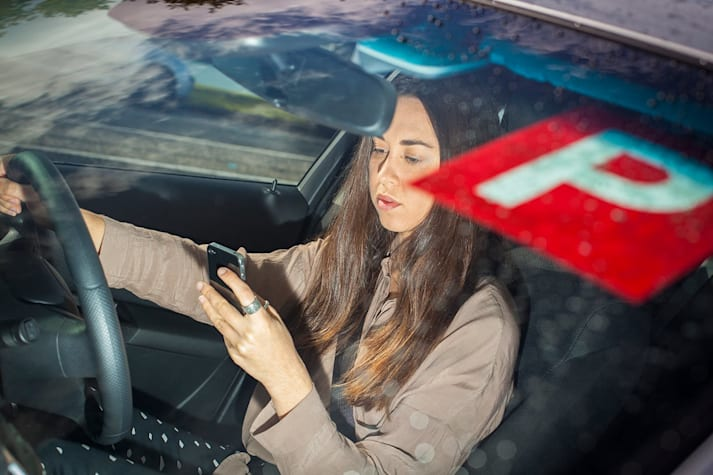 P Plate driver texting