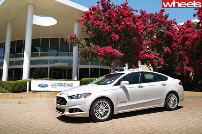 Ford -Fusion -autonomous -vehicle -side