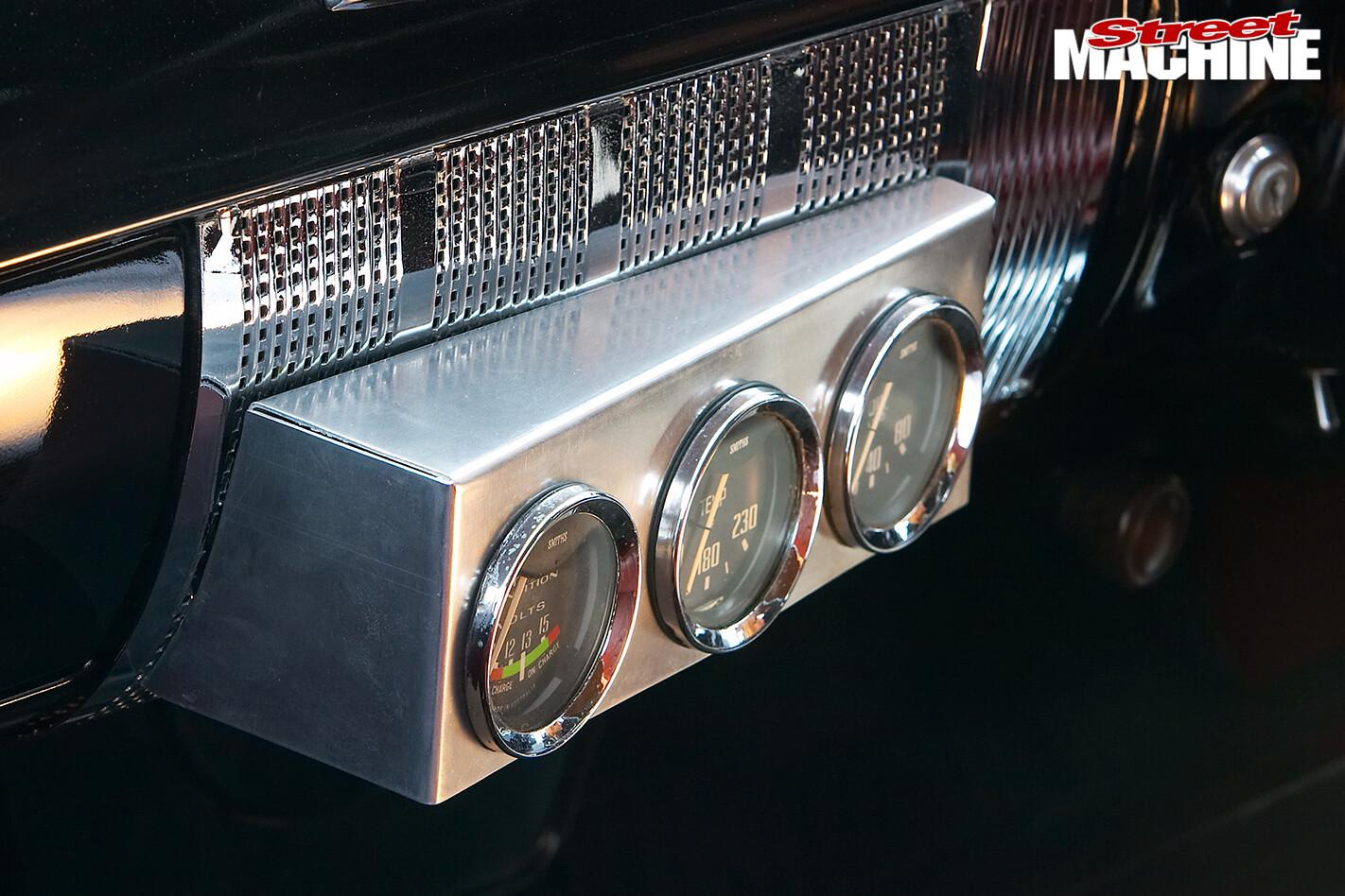 Holden -FX-48-215-interior -gauges