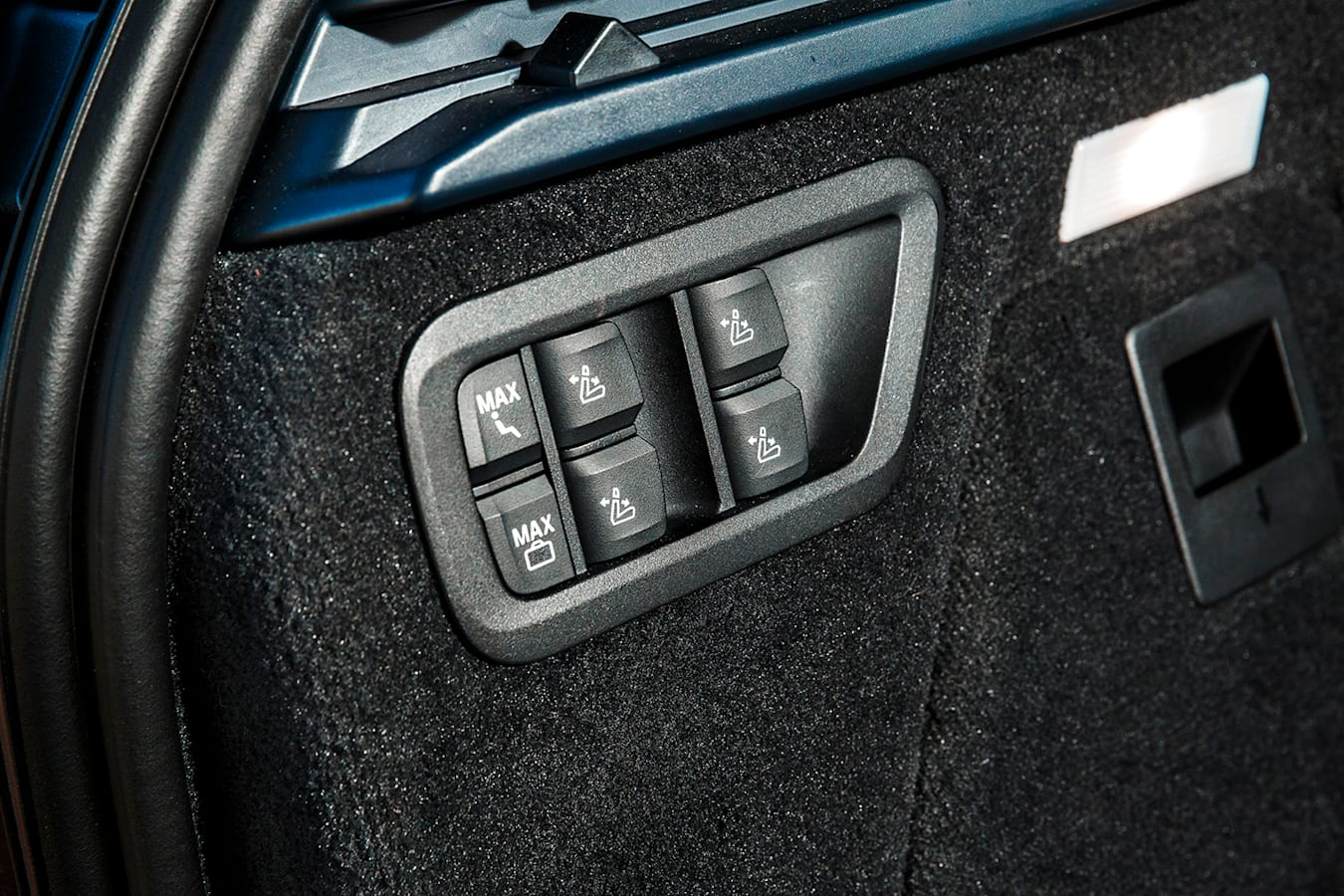 2019 Bmw X 7 30 D Review Interior Seatswitches Jpg