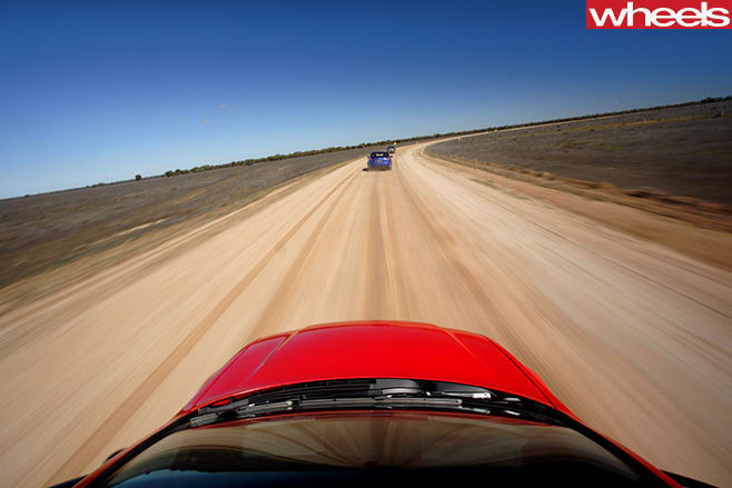 Holden -VE-Commodores -dirt -road