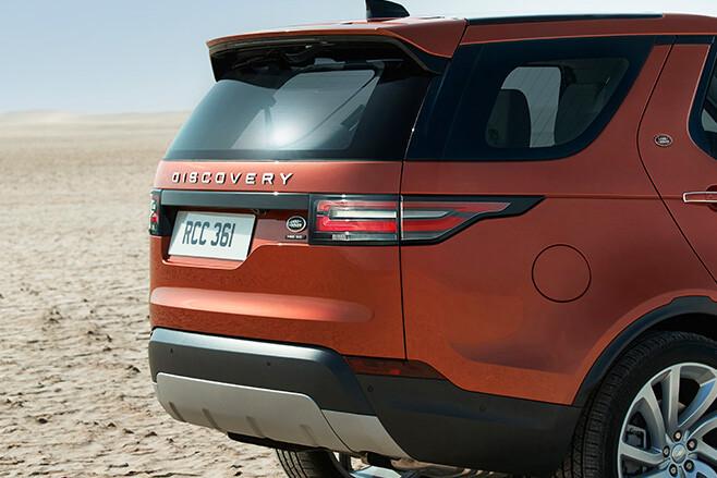 Land Rover Discovery 5 Paris Motor Show