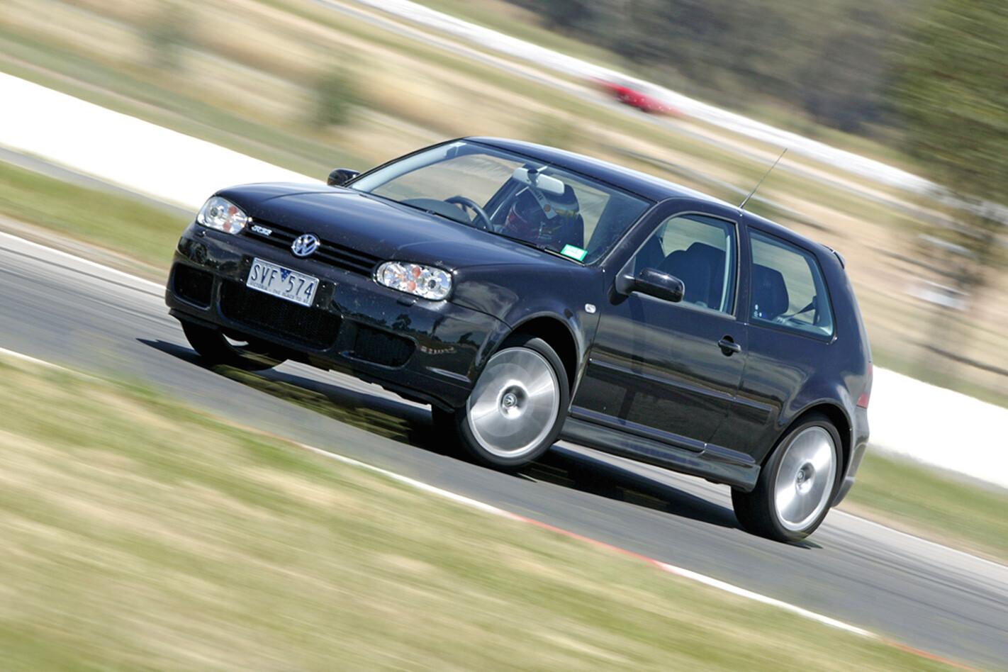 2004-Volkswagen-Golf-R32.jpg
