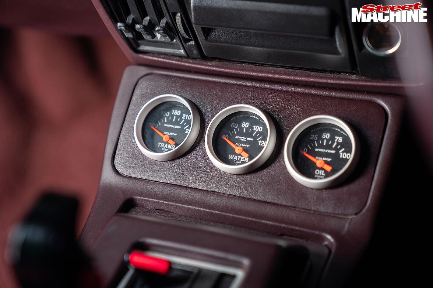 Holden VH Commodore SL/E console