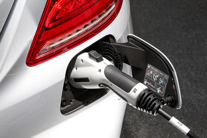 Mercedes-Benz S-Class charging