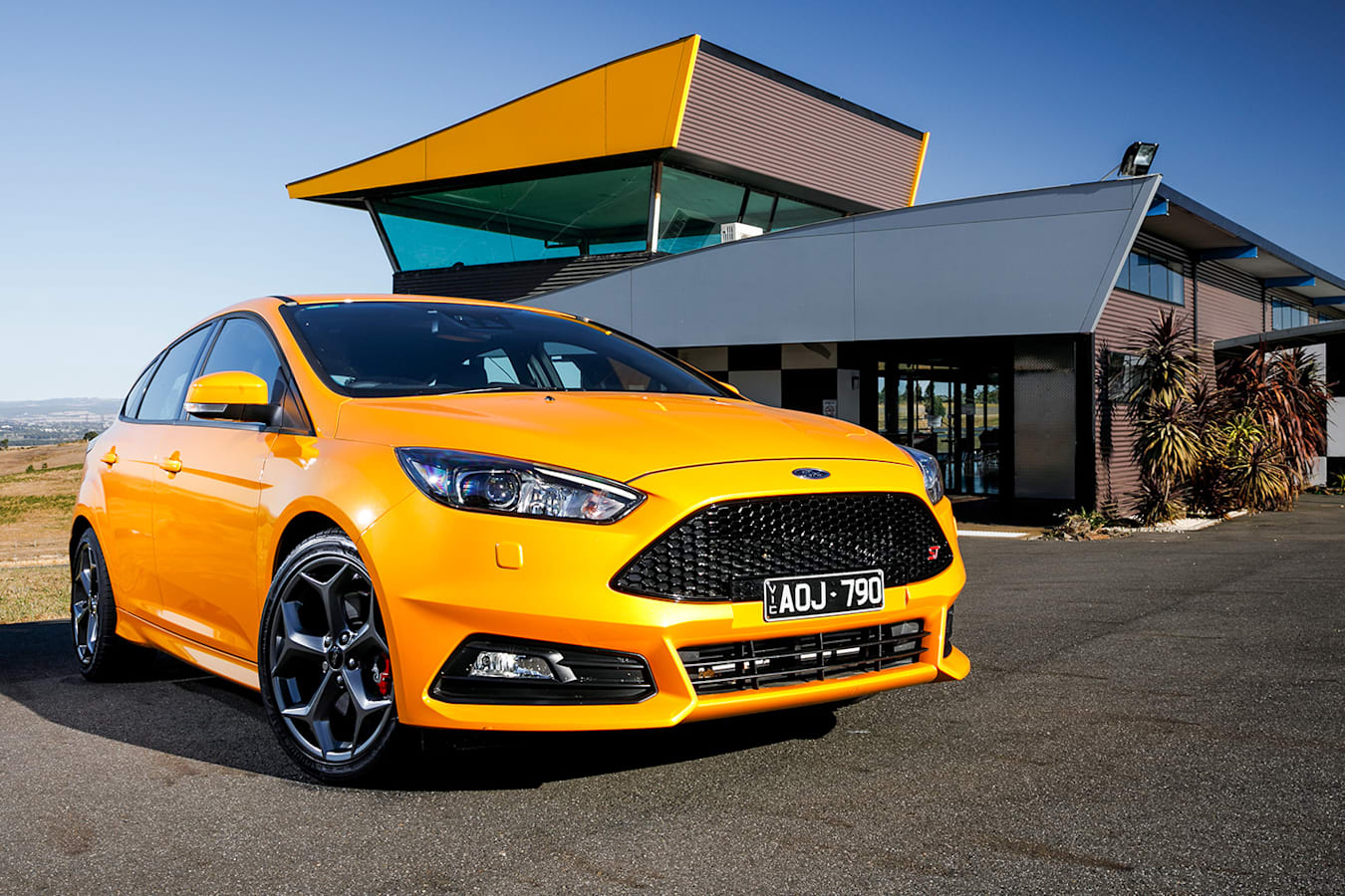 Ford Focus St Front Qtr Jpg