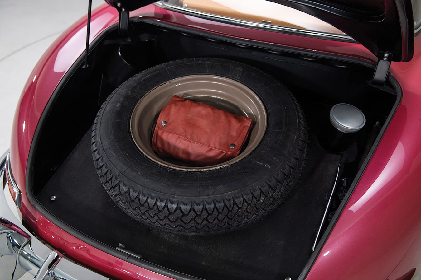 1954 Mercedes-Benz 300 SL boot and spare tyre