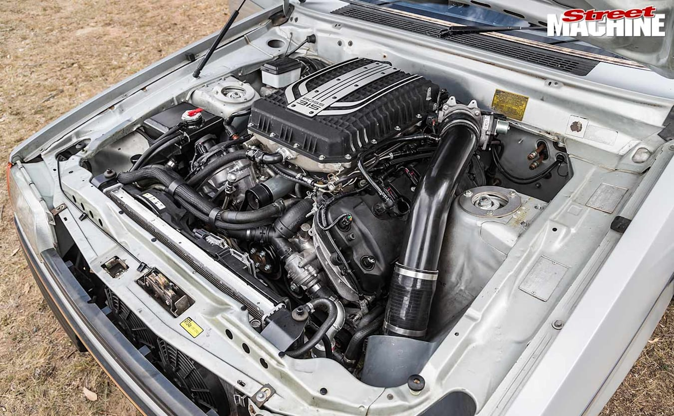 Ford XE Falcon engine bay