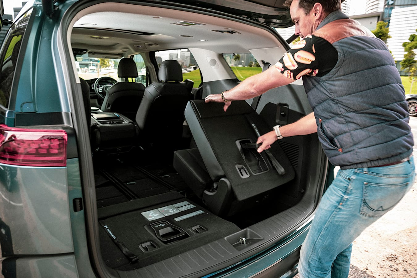 Kia Carnival rear seat folding