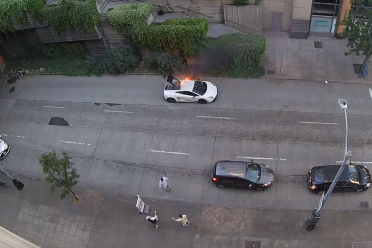 Lamborghini Gallardo bursts into flames