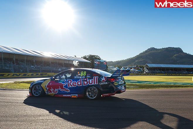 Holden -Commodore -V8-Supercars -driving -side